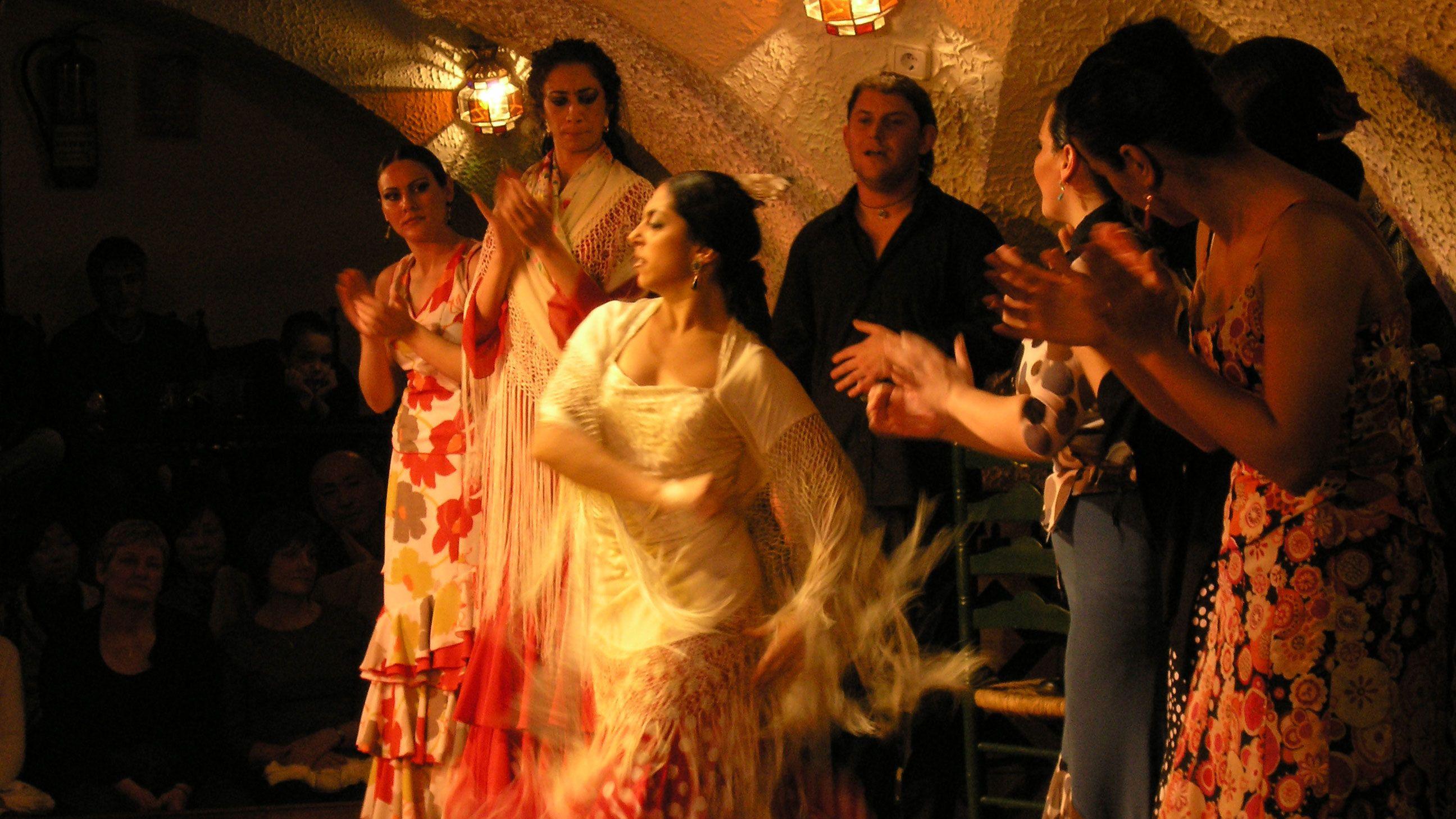woman flamenco dancing in Barcelona