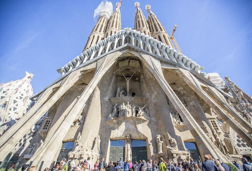 Foto 3 von 9 laden Barcelona PM Tour Fast track Sagrada Familia + Best of Gaudí