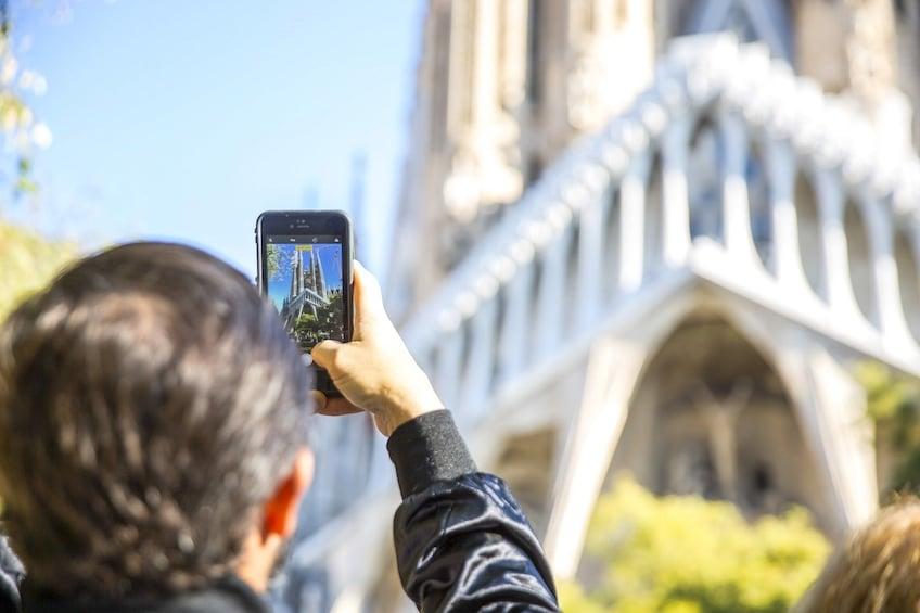 Foto 4 von 9 laden Barcelona PM Tour Fast track Sagrada Familia + Best of Gaudí