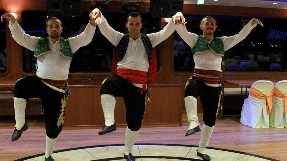 Carregar foto 2 de 5. Dancers performing at the Bosphorus Dinner Cruise in Turkey