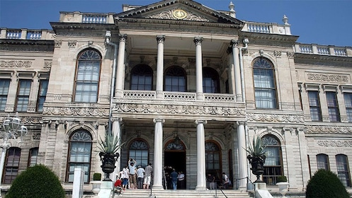 Zoomed in view of the Dolmabahçe Palace in Istanbul