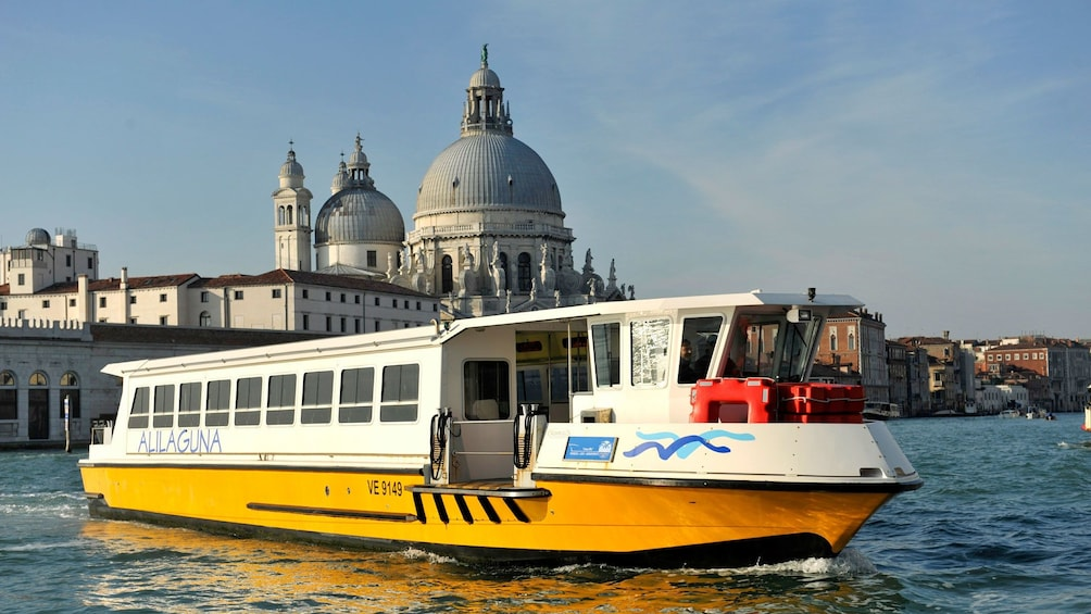 Carregar foto 1 de 8. Tour boat on the water near Venice Italy