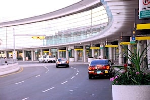 Private Airport 4x4 VIP Transfer from or to SFO to Marin County
