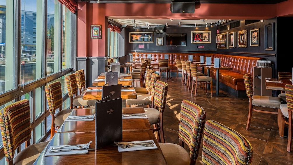 Charger l'élément 2 sur 10. dining area at hard rock cafe