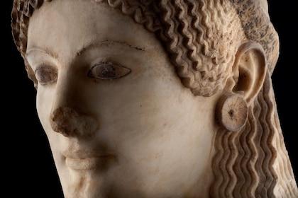 gr_ath_acropolismuseum_peploforosstatue.jpg