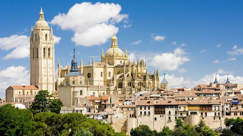 Öppna foto 1 av 8. Scenic view of Segovia in Spain