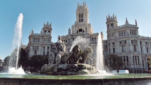 Fountain in front of a large building in Madrid