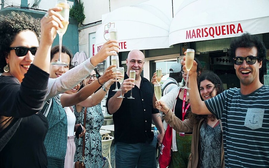 Carregar foto 5 de 12. Lisbon: Small Group Food and Drink Tour with a Local Guide