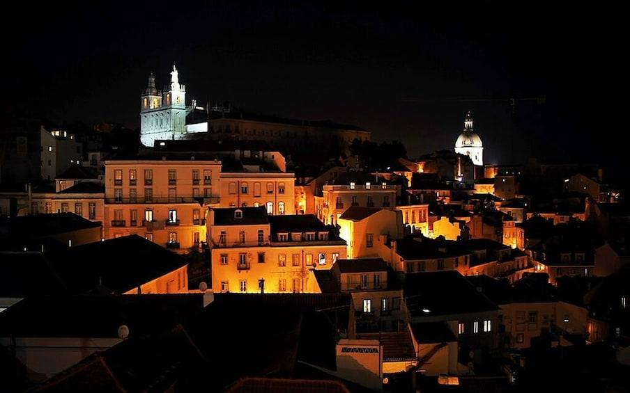 Carregar foto 5 de 9. Lisbon: Small Group Fado Music, Local Tapas & Wine at Sunset