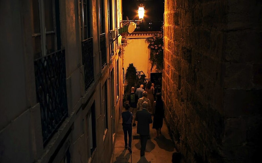 Carregar foto 3 de 9. Lisbon: Small Group Fado Music, Local Tapas & Wine at Sunset