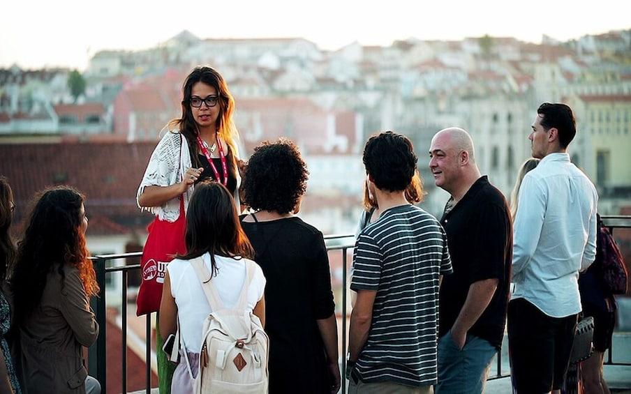 Carregar foto 4 de 9. Lisbon: Small Group Fado Music, Local Tapas & Wine at Sunset