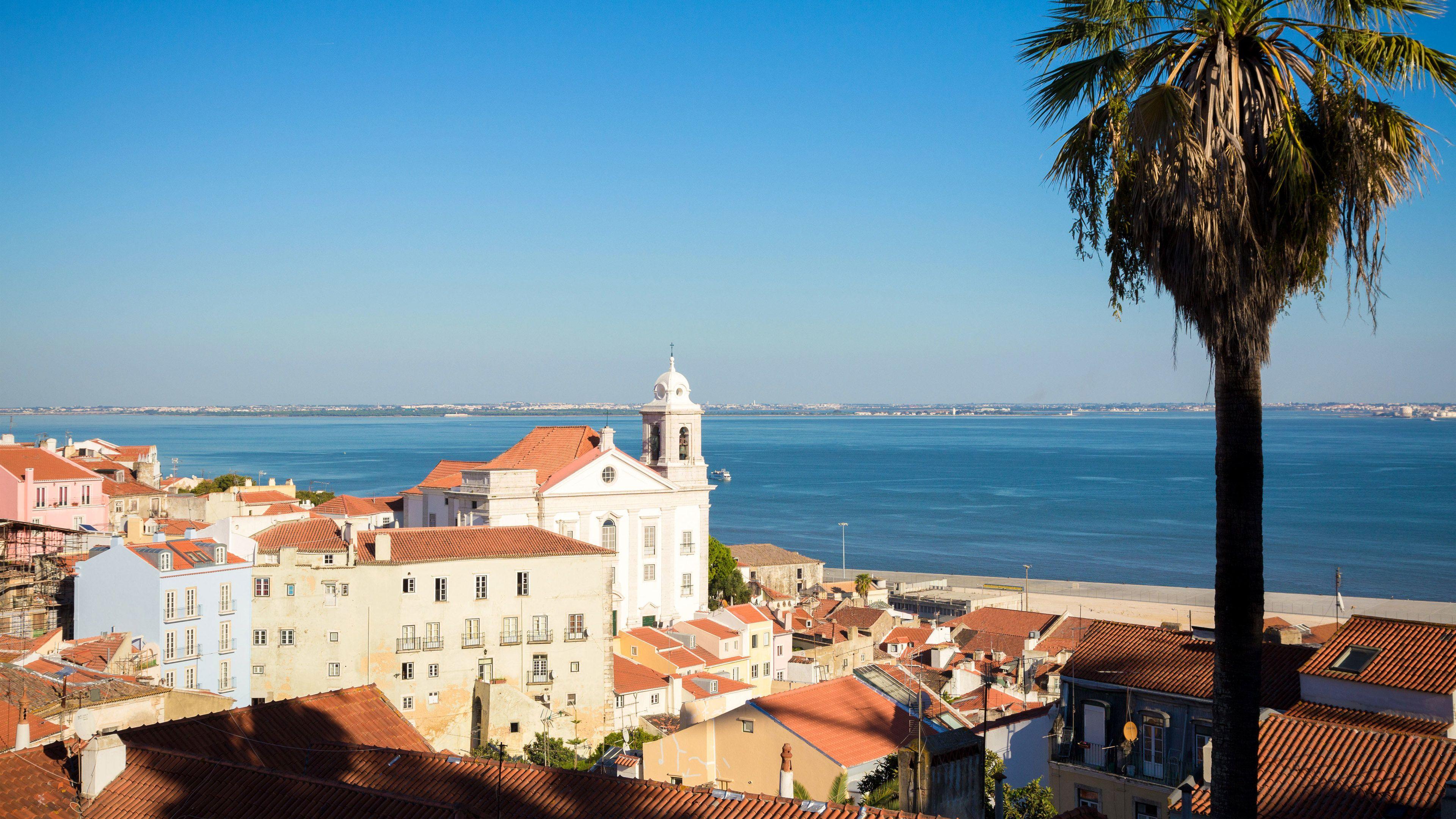 Alfama coastline in Lisbon