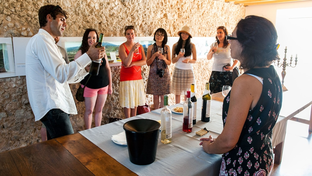 Apri foto 1 di 5. Sommelier show casing local wines from Portugal to tourists