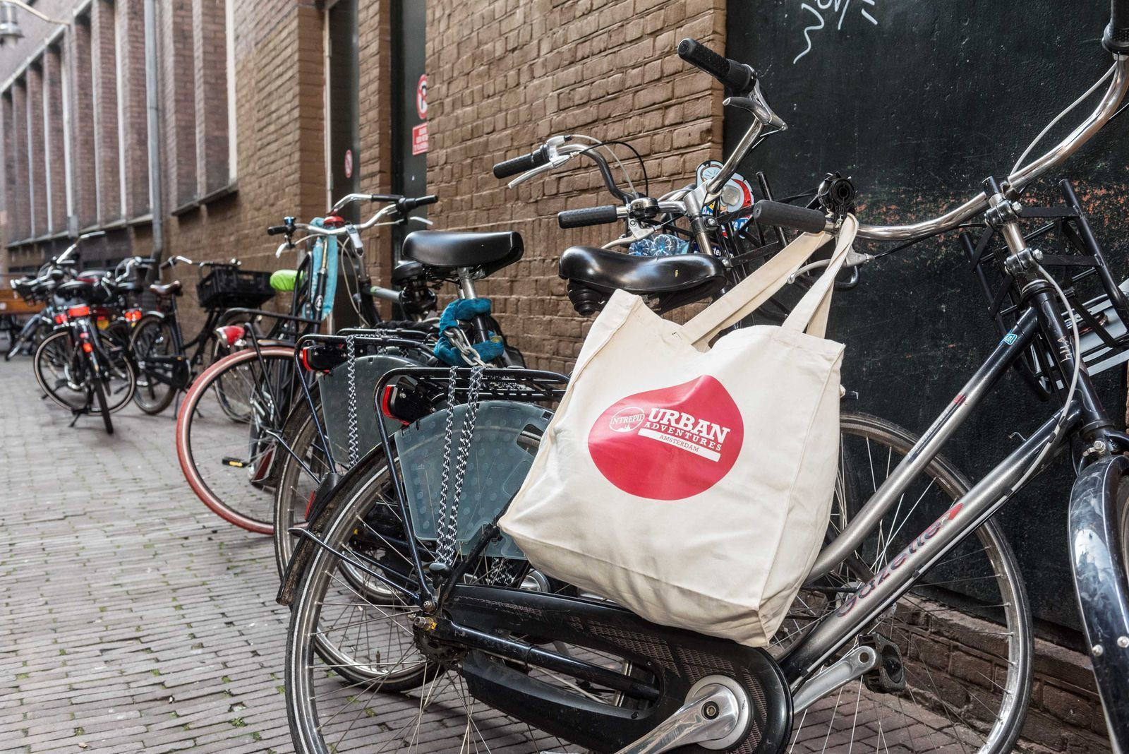 Amsterdam: Small-Group City Bike Tour