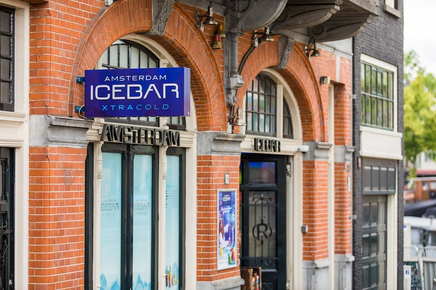 Åpne bilde 4 av 10. Amsterdam XtraCold Icebar Tickets with Drinks
