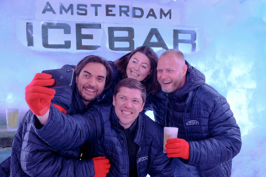 Åpne bilde 1 av 10. Amsterdam XtraCold Icebar Tickets with Drinks