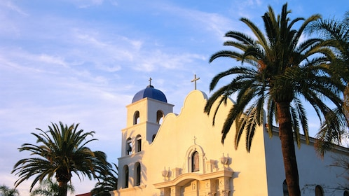 Church with palm trees on the San Diego City sightseeing tour in California