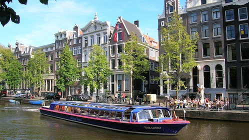 tour boat in Amsterdam