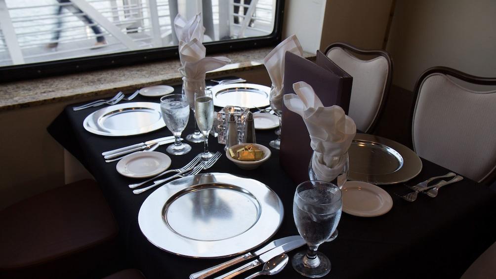 Cargar foto 4 de 4. Eating area on cruise ship in San Diego