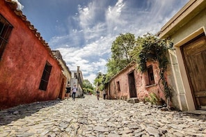 Private Visit to Colonia del Sacramento from Montevideo by Van