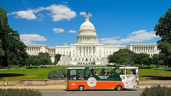 DC Hop On-Off Tour + Arlington Cemetery Tour + Water Taxi