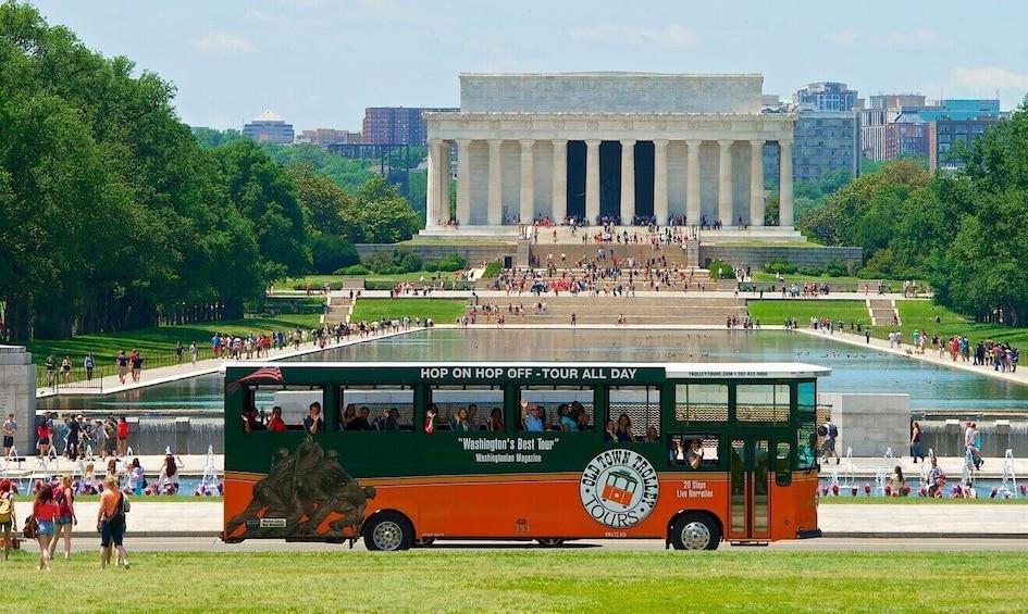DC Hop On-Off Tour + Arlington Cemetery Tour + Water Taxi