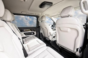 Arrival Private Transfer: Alicante Airport to Alicante City by Business Van