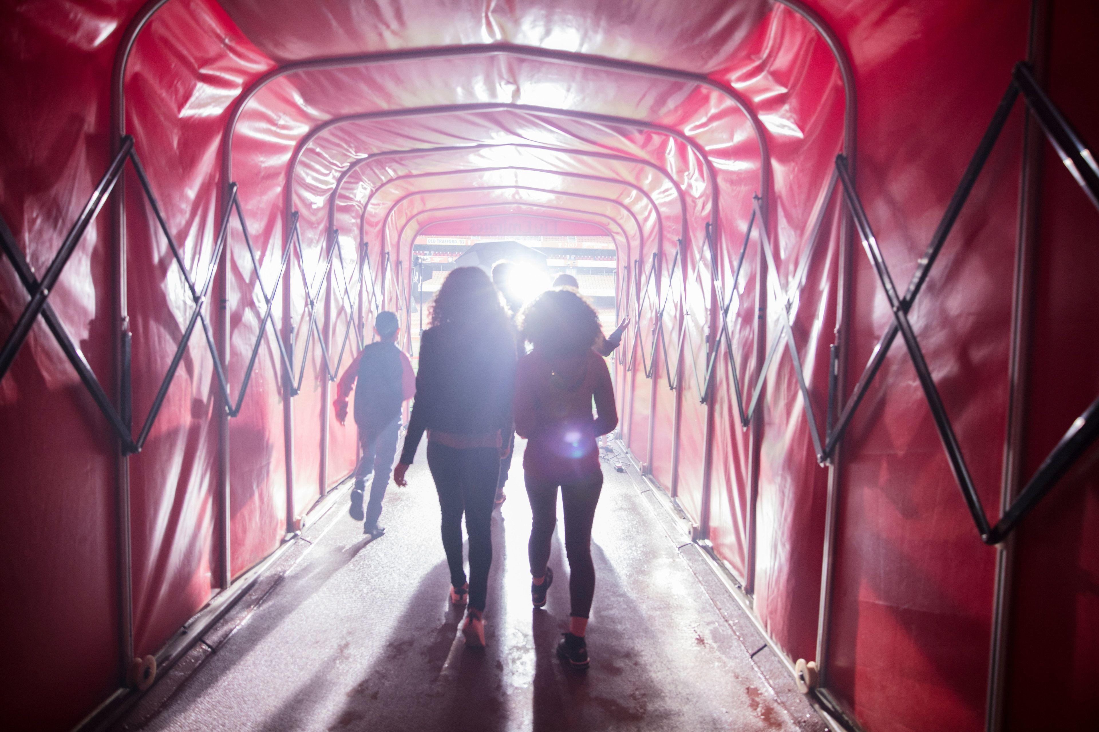 Emirates-Stadium-Tour-Tunnel.jpg
