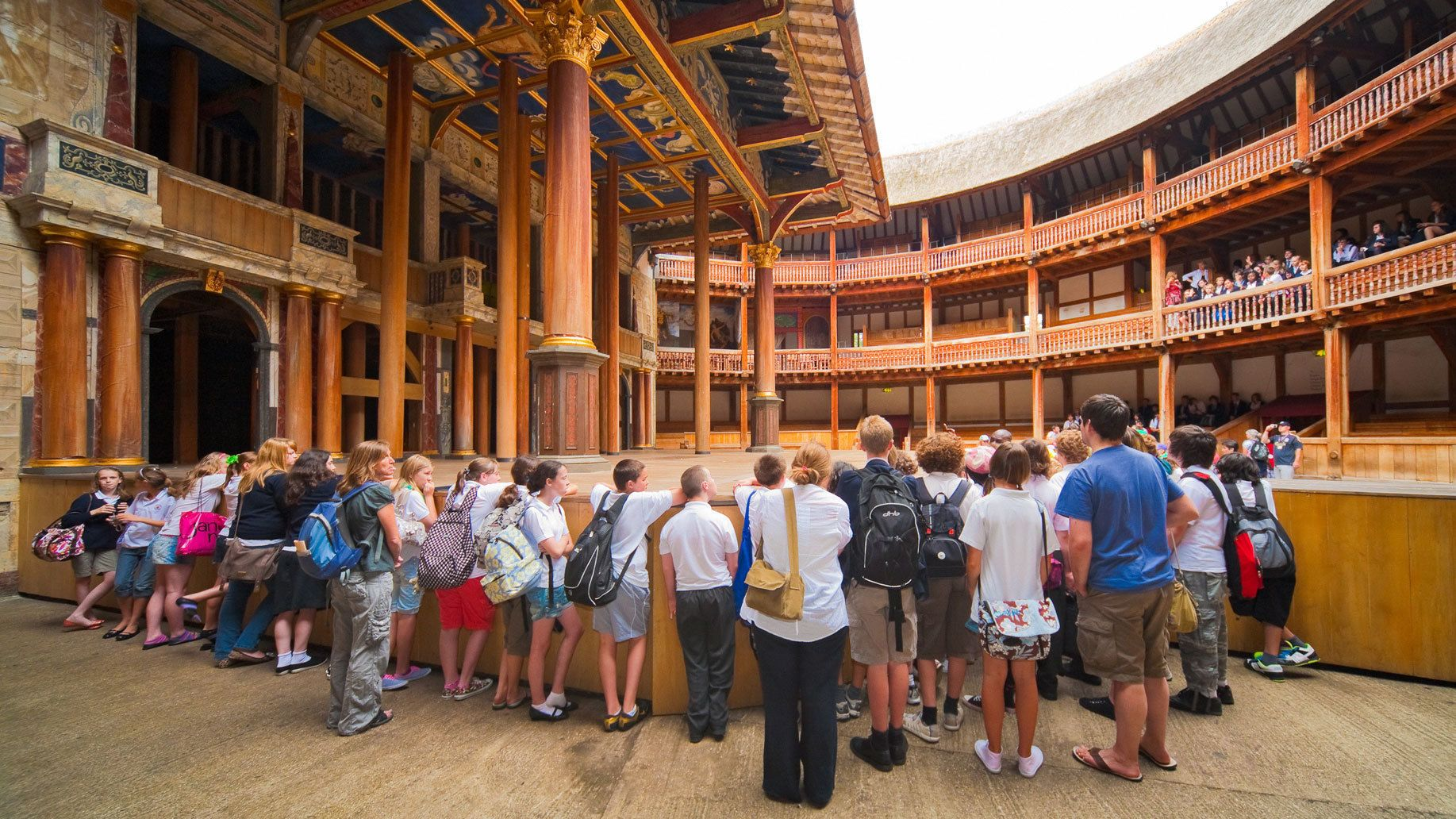 large audience gathered to watch Shakespeare in London