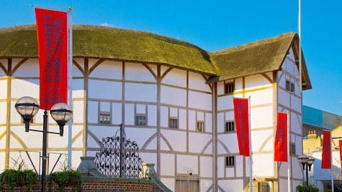 shakespeare's globe theatre tour and exhibition in London