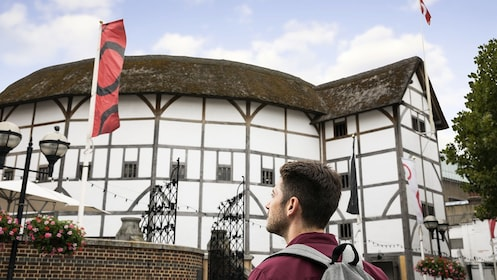 Globe Theatre_The London Pass_EXP_newbrand.jpg