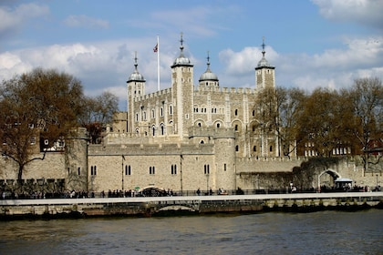bigstock-Tower-Of-London-5741_preview.jpeg