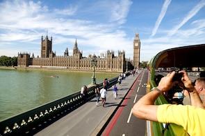 Tur med vintagedubbeldäckare och flodkryssning i London