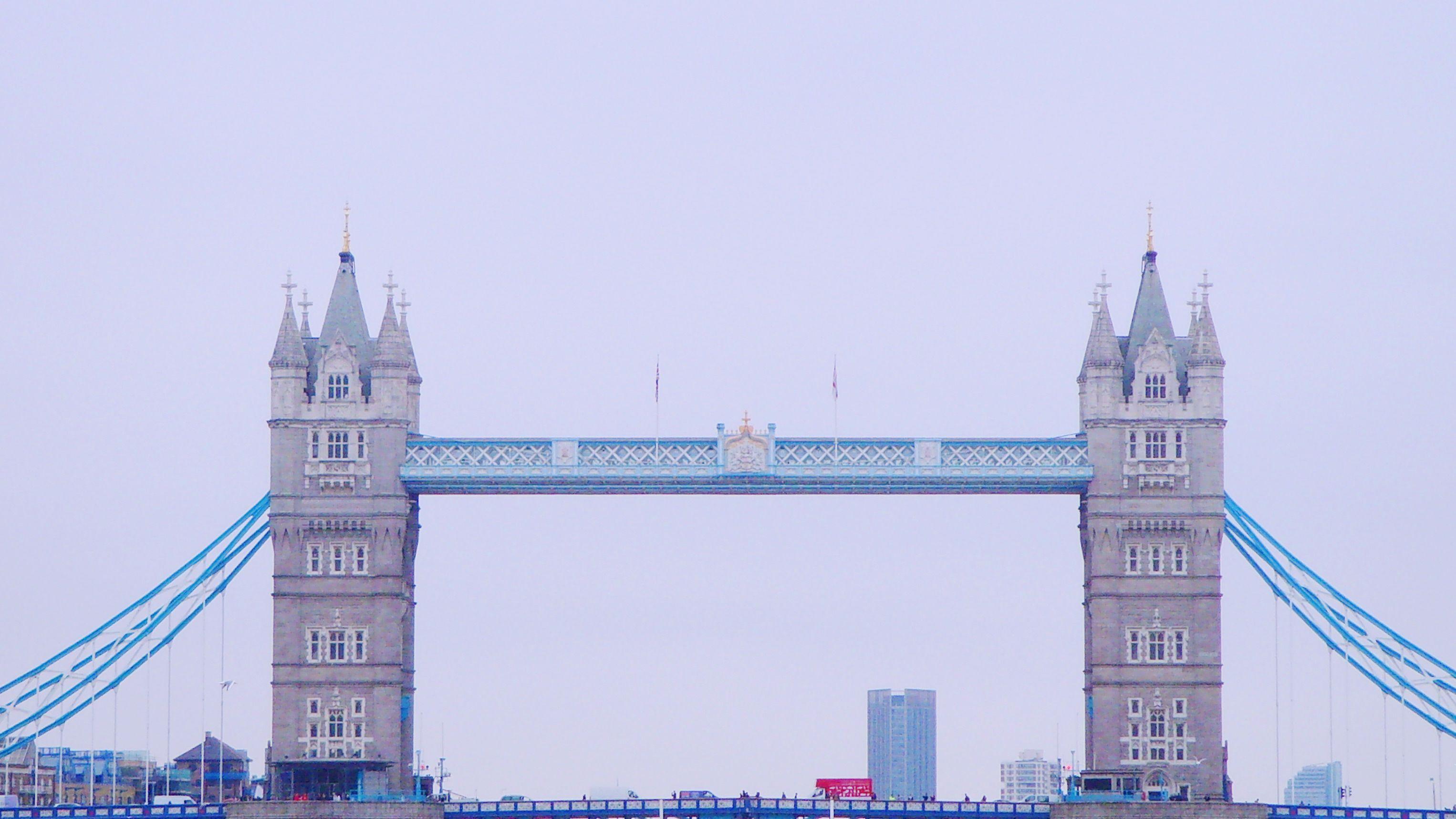 London bridge towers in London