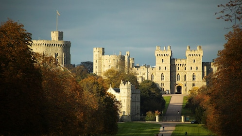 windsor castle and front lawns in London