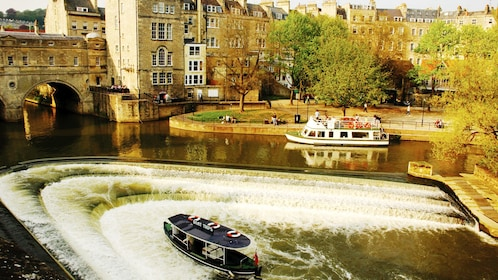 Pulteney Bridge and River Avon in London