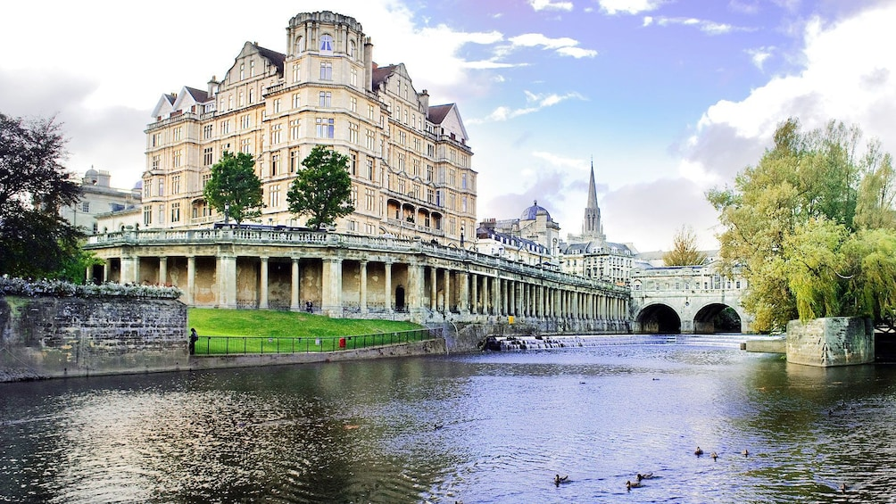 Show item 4 of 10. Pulteney weir bath house in London