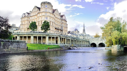 Pulteney weir bath house in London
