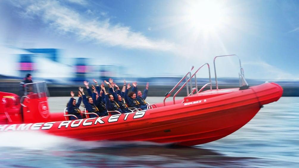 Åpne bilde 5 av 5. passengers raise hands in air during speedboat ride in London