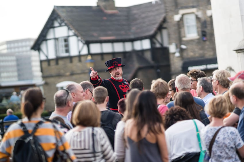 Åpne bilde 10 av 10. Tower of London Tickets with Beefeater Tour & Crown Jewels