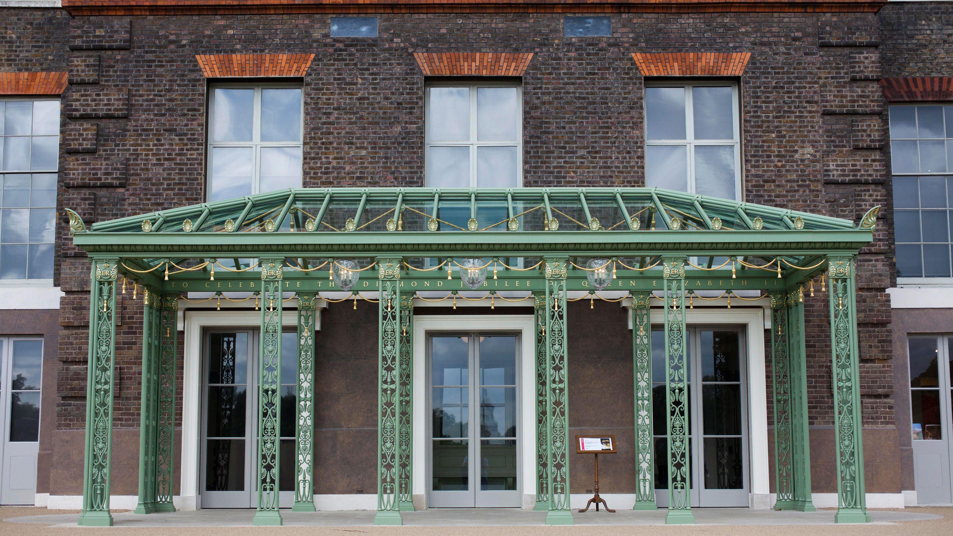 entrance in Kensington Palace in London
