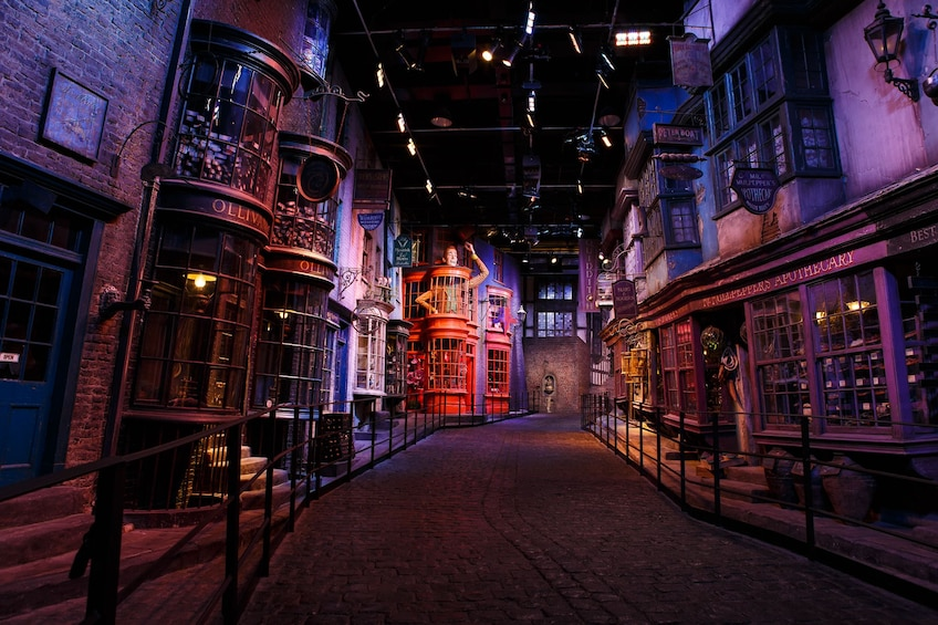 Carregar foto 3 de 10. Warner Bros. Studio Tour London – The Making of Harry Potter