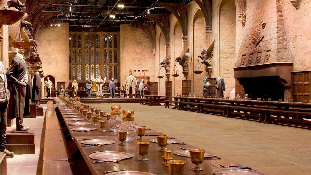 Indlæs billede 2 af 10. View of grand hall set of Harry Potter in London