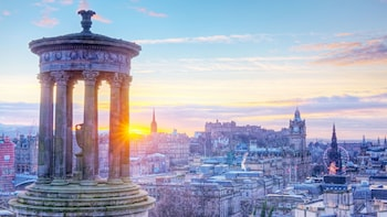 Edinburgh Day Trip with Bus Tour & Edinburgh Castle Entry
