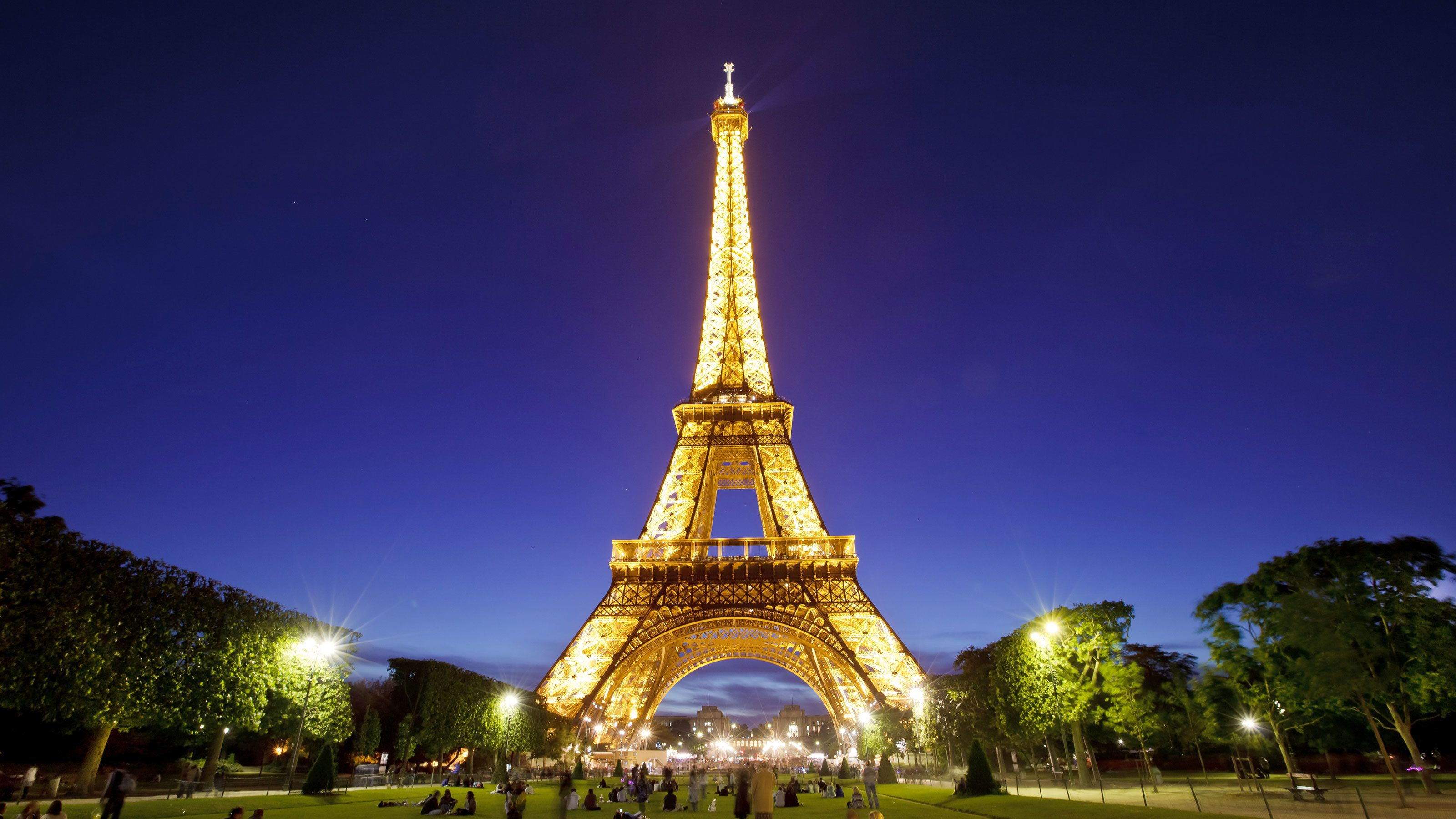 2-Day Paris Tour with Cruise & Admission Tickets from London
