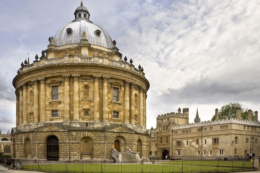 Windsor, Oxford & Stonehenge Day Tour with Admission & Lunch