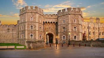 Windsor Castle, Stonehenge & Roman Baths with Tickets & Lunch
