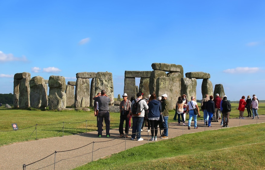 Windsor Castle, Stonehenge and Bath Day Tour with Lunch Pack