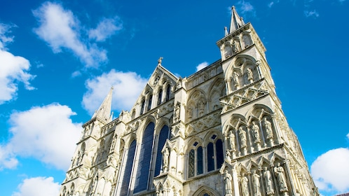 front exterior of salisbury cathedral in London