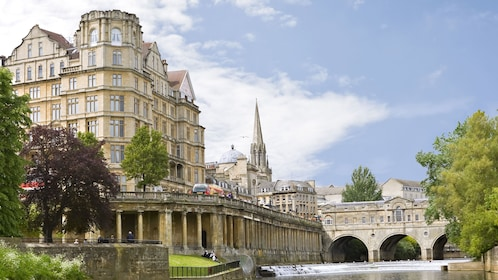 pulteney weir and bridge on river in London